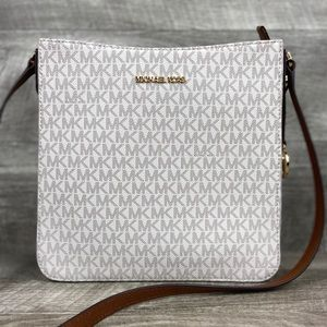 Michael Kors LG Crossbody Messenger Bag Vanilla